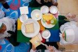 Agar anak suka dan terbiasa makan sayur, berikut ini tipsnya