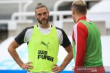 Newcastle perpanjangan kontrak Carroll dan Manquillo