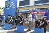 Bea Cukai Malang memusnahkan barang sitaan rugikan negara Rp2,1 miliar