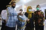 Gubernur Sulsel Nurdin Abdullah serahkan 4.000 rapid test ke Unhas