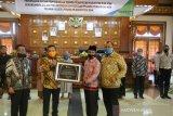 Komitmen lindungi honorer, Pemkab Siak peroleh penghargaan dari BP Jamsostek