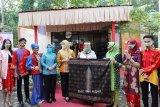Ketua Dekranasda Lampung luncurkan kain sarung Pelangi Belah Ketupat produk UKM
