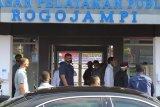 Presiden Jokowi meninjau pasar pelayanan publik Rogojampi Banyuwangi