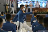 Sejumlah Taruna Akademi Angkatan Laut (AAL) mengikuti Penutupan Pendidikan dan Wisuda Sarjana Taruna Akademi Angkatan Laut (AAL) Angkatan ke-65 Tahun 2020 di Gedung Maspardi AAL, Bumimoro, Surabaya, Jawa Timur, Kamis (25/6/2020). Akademi Angkatan Laut (AAL) mewisuda 97 Taruna AAL Angkatan ke-65, yang terdiri dari 39 orang Korps Pelaut, 14 orang Korps Teknik, 15 orang Korps Elektronika, 9 orang Korps Suplai dan 20 orang Korps Marinir dengan gelar Sarjana Terapan Pertahanan. Antara Jatim/Didik/Zk
