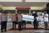 Produsen kosmetika sumbang ratusan liter 'hand sanitizer' untuk Polda Jateng