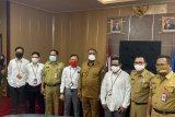 Dukung penanganan COVID-19, PLN Baubau nyalakan dua gedung fasilitas kesehatan di Buton Selatan