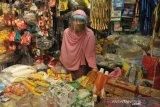 Pedagang Pasar Sekip Ujung Terima Bantuan Pelindung Diri
