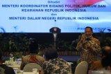 RAPAT KOORDINASI PELAKSANAAN PILKADA SERENTAK 2020. Menteri Dalam Negeri Tito Karnavian memberikan arahan saat Rapat Koordinasi Kesiapan Pelaksanaan Pilkada Serentak Tahun 2020 di Surabaya, Jawa Timur, Jumat (26/6/2020). Rapat yang dihadiri perwakilan dari KPU Provinsi Jawa Timur, Bawaslu Jawa Timur dan sejumlah perwakilan kepala daerah kabupaten/kota tersebut membahas isu strategis dalam rangka memantapkan pelaksanaan Pilkada serentak tahun 2020 dengan penerapan secara ketat protokol kesehatan untuk mencegah penyebaran COVID-19. Antara Jatim/Moch Asim/zk.