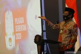Menteri Koordinator bidang Politik, Hukum dan Keamanan Mahfud MD memberikan arahan saat Rapat Koordinasi Kesiapan Pelaksanaan Pilkada Serentak Tahun 2020 di Surabaya, Jawa Timur, Jumat (26/6/2020). Rapat yang dihadiri perwakilan dari KPU Provinsi Jawa Timur, Bawaslu Jawa Timur dan sejumlah perwakilan kepala daerah kabupaten/kota tersebut membahas isu strategis dalam rangka memantapkan pelaksanaan Pilkada serentak tahun 2020 dengan penerapan secara ketat protokol kesehatan untuk mencegah penyebaran COVID-19. Antara Jatim/Moch Asim/zk.