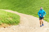 Saat berolahraga lebih baik gunakan masker kain atau bedah?