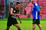 Pelatih dan pemain PSM berharap proses renegosiasi kontrak berjalan baik