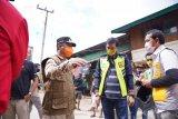 Wagub Sulsel Andi Sudirman  bawa bantuan untuk korban longsor Palopo