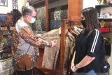Batik Tanah Liek Pusako Mandeh is very good and fascinating: Deputy Governor of W Sumatra