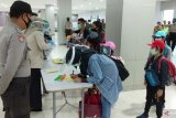 Seorang siswa penumpang Garuda yang tiba di Sorong positif COVID-19