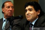 Mantan pelatih Argentina Bilardo  positif virus corona