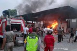 Diduga 'ngecor' BBM,  satu unit mobil Carry terbakar di SPBU Baturaja