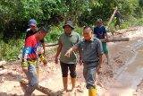 Dua perusahaan perkebunan di Kabupaten OKI bantu perbaikan kerusakan jalan