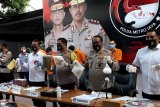 Polisi ringkus tersangka produsen tembakau gorila cair