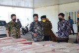 Masyarakat Buton menerima 350 paket kebutuhan pokok dari Pemprov Sultra