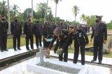 Sambut HUT Bhayangkara, Polres Biak gelar upacara ziarah di TMP Cenderawasih