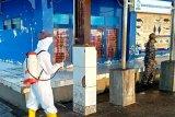 Lantamal VI lakukan penyemprotan disinfektan di TPI Paotere Makassar