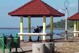 Dimabuk asmara, sepasang kekasih kepergok mesum di Pantai Suryawangi Lotim
