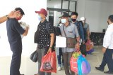 Puluhan penumpang dari wilayah pandemi COVID-19 tiba di Pelabuhan Tunon Taka Nunukan