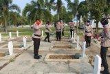 Polda Lampung kunjungi purnawirawan dan ziarah di makam pahlawan