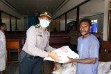 Polres Yalimo berikan bantuan sembako kepada tokoh agama dan adat