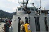 PMI Sumbar semprotkan disinfektan di fasilitas TNI-Polri