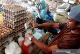 Harga bahan pokok di Pasar Raya Padang relatif stabil