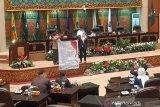 Bentangkan spanduk saat paripurna, DPRD Riau tuntut keadilan untuk masyarakat Siberakun