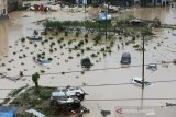 Banjir bandang landa China tewaskan 14 orang
