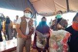 PKK Sultra membantu korban banjir di Konawe Utara