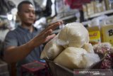 Basic necessities prices  in Padang relatively stable ahead of Eid al Adha