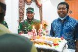 Danrem 173/PVB berikan ucapan selamat ulang tahun Bupati Biak