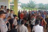Ratusan karyawan PT MO OKU demo tuntut  pembayaran dua bulan gaji