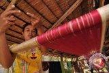 Pelaku usaha kain tenun  harapkan kelonggaran pembayaran utang bank