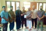 LDII Agam serahkan bantuan alat tes suhu ke Masjid Al Muhajirin