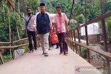Masih terisolir, Wagub Sumbar menginap di rumah penduduk Sungai Lolo