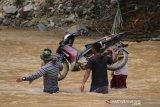 Dua jembatan di Suwawa Timur Gorontalo hanyut diterjang banjir