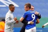 Brendan Rodgers beri selamat Jamie Vardy atas capaian 100 gol Liga Premier