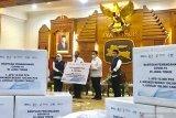 Menteri BUMN Erick Thohir serahkan bantuan penanganan COVID-19 di Jatim