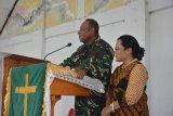 Pangdam XVII/Cenderawasih ikuti ibadah dan berikan bantuan jemaat GKI Imanuel Dondai