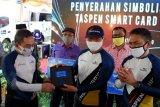 Bank Jateng dan PT Taspen serahkan Taspen Card ke pensiunan