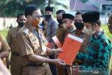 Bupati serahkan SK pada tujuh imam besar mesjid kecamatan