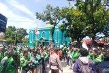 Ratusan pengemudi Go-jek di Padang gelar unjuk rasa