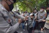 UNJUK RASA MAHASISWA PAPUA DIBUBARKAN POLISI