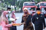 Nunik lepas 1.150 santri Lampung menuju Ponpes Lirboyo