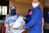 Anggota DPR-RI Mulyadi salurkan paket bantuan bahan pokok bagi warga Padang